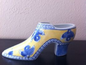 Collectible Seymour Mann &quot;China Blue&quot; Fine Porcelain High Heel Shoe yellow /blue