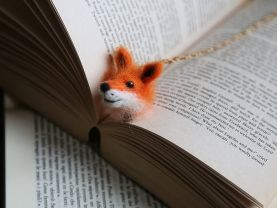 Felted fox bookmark. Miniature needle felted animal. Small Christmas gift for her/him. Unusual Xmas gift. Needle felted Christmas present.